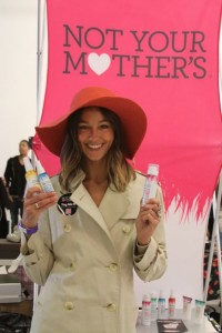Celebrites Love Not Your Mother's - Sharni Vinson